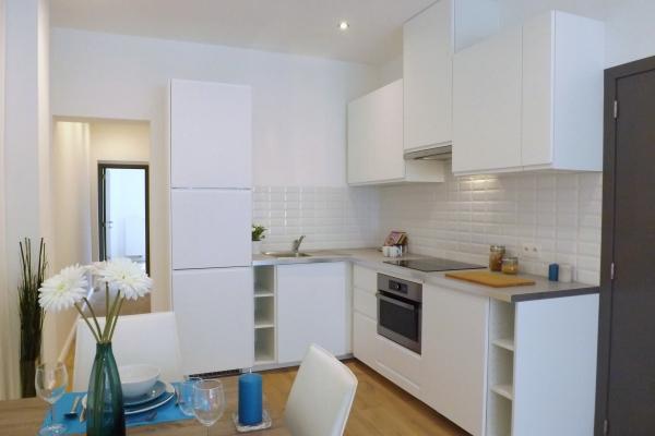 Knap gerenoveerd gelijkvloersapp met 2 slaapkamers
