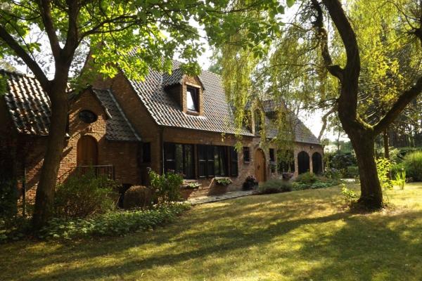 Prachtig gerenoveerde Van Calster villa te Schilde!
